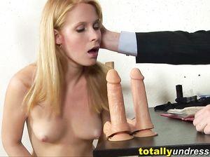 Скромная русская блондинка отрывается по полной на кастинге