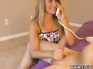 Милфа в одежде разговаривает по телефону и дрочит член парня