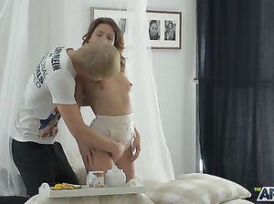 Юная русская пара занялась утренним сексом на завтрак