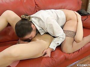 Заведенные русские лесбиянки в чулках попробовали позу 69