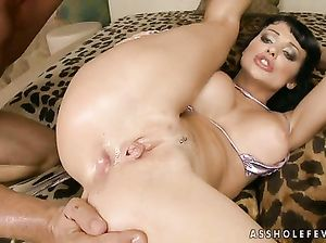 Жаркий анальный секс грудастой брюнетки с двумя любовниками
