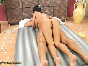 Обалденный тайский массаж с маслом от сексуальной массажистки
