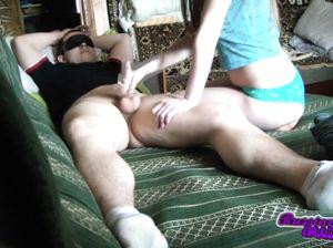 Частный домашний секс русской парочки перед камерой в спальне