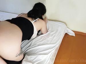 Аматорский домашний секс в позе догги стайл с обалденной брюнеткой