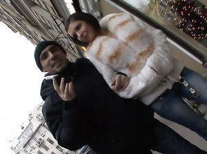 Длинноволосый русский парень трахает в жопу девушку с улицы