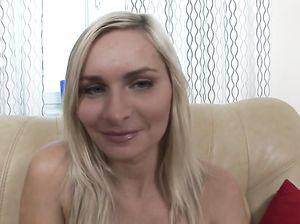 Хитрая русская блондинка обожает жесткий анальный секс