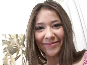 Симпатичная русская девка занялась аналом с опытным хахалем