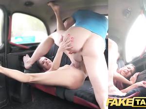Водила фейк такси присунул худой девке