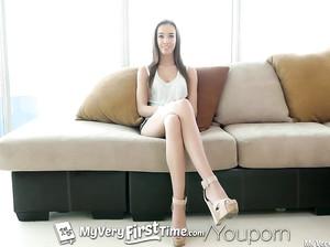 Чувак жарит девушку с очень длинными ногами
