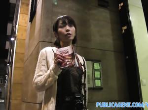 Пикапер развел мелкую японку на трах