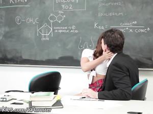 Студентка отсосала у преподавателя за зачет