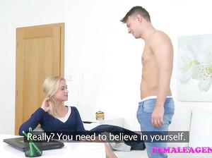 Парень проходит собеседование с помощью секса