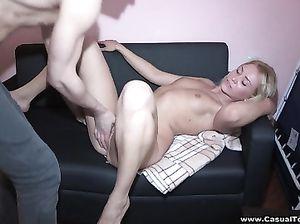 Пикапер привел домой белокурую красотку для секса
