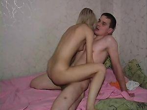 Парень после свидания хорошенько поимел русскую блондинку