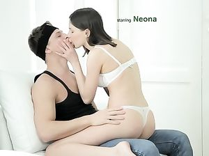 Паренек поимел парочку сексуальных молодых подружек