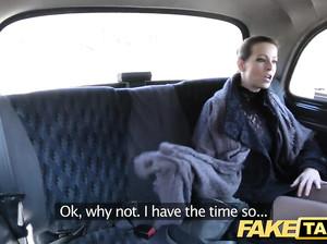 Леди жарко отодрали в фейковом такси