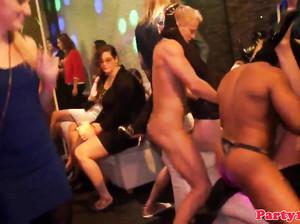 Пьяная вечеринка в клубе переросла в оргию