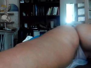 Задницу телки массирует ее ебарь