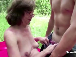 Коля выебал пожилую бабку в лесу
