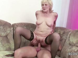 70-летняя старушка дает жару с мужиком