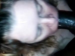 Девка взяла в рот черный мощный член