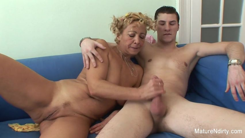 Порно онлайн со старой бабкой