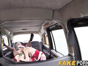 Лесбиянки в карнавальных костюмах ебутся в фейк такси