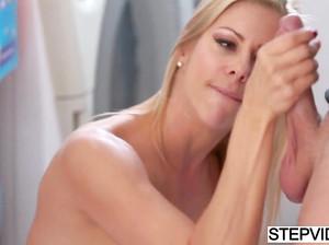 Домашнее порево мужа и жены в ванной