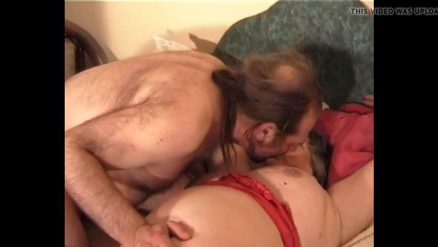 Секс старик со своей старухой траха