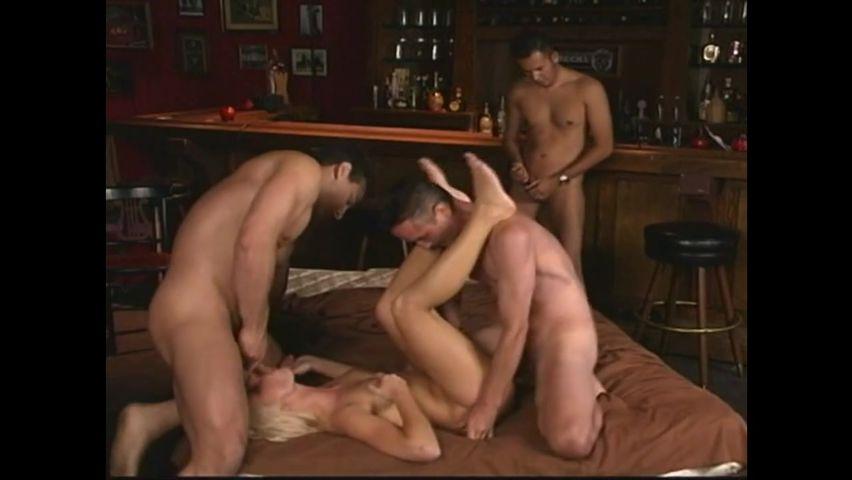 Порно онлайн пустили по кругу в офисе
