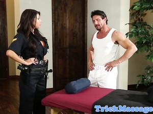 Полицейская мукла поебалась с массажистом