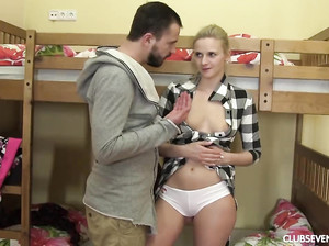 Робкая Ольга в первый раз сделала минет