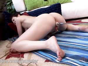 Нора испытывает новую секс машину