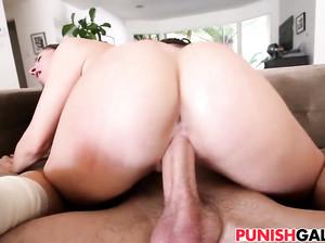 Смотреть порно как 18 лет с большой жопой ебется и она сильна орет от боли