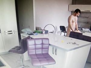 Скрытая камера сняла секс в офисе молодой пары