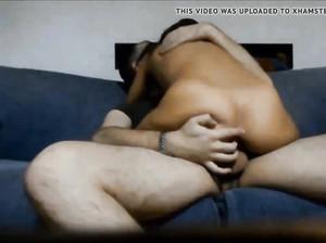 Милашка скачет на члене в домашней порнухе