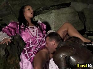Вероника отдалась спасшему ее честь рыцарю