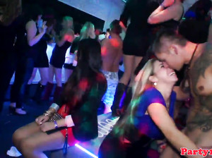 Пьяная секс вечеринка русских студенток