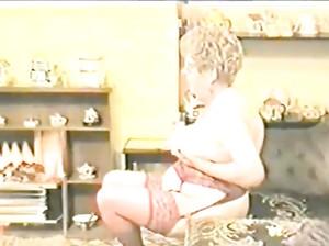 Очень старые дед и бабка ебутся в частном порно