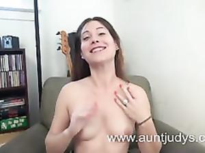 Юля первый раз секс