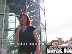 Чешку развели на секс на улице за бабло