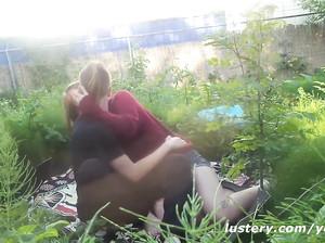 Русские натуралисты наслаждаются сексом в поле