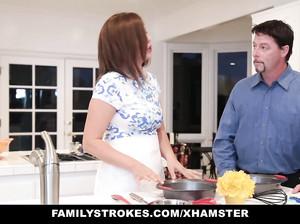 Муж отжарил подругу жены, пока благоверная готовила ужин