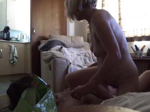60-летняя пожилая пара решила заняться сексом