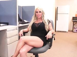 Невероятный секс в офисе