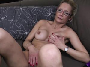 Бабушка и секс сама с собой