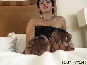 Футфетишистки в порно нарезке показали ступни ног