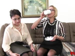 Две бабушки потрахались с седым мужиком