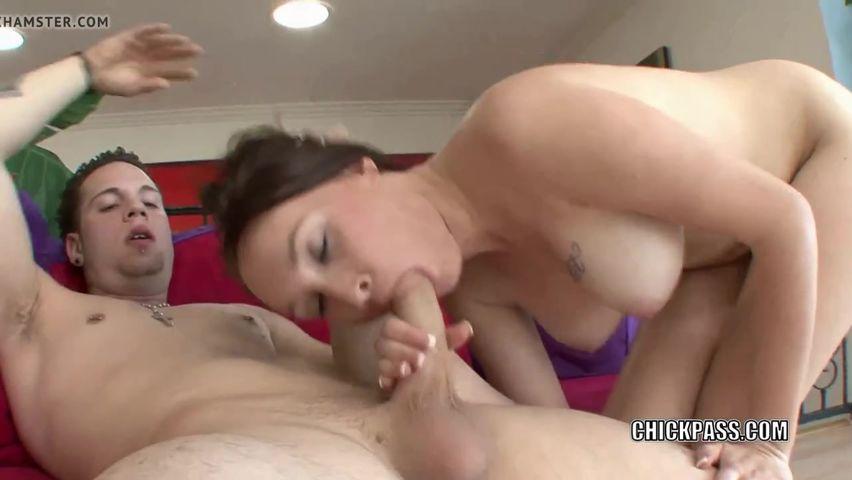 Дикий секс на столе с оргазмом