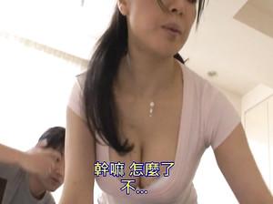 Японец возбудился от запаха трусиков матери и вдул ей